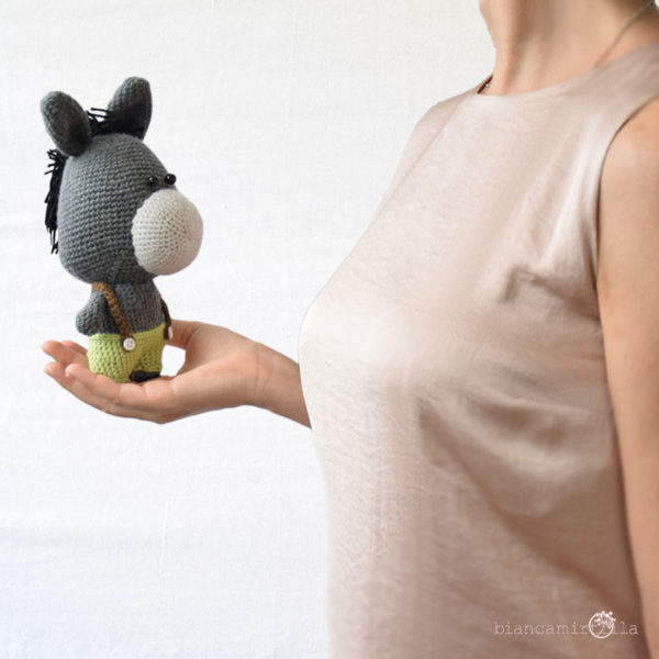 Bernardo asinello amigurumi a uncinetto, idee regalo per bambini