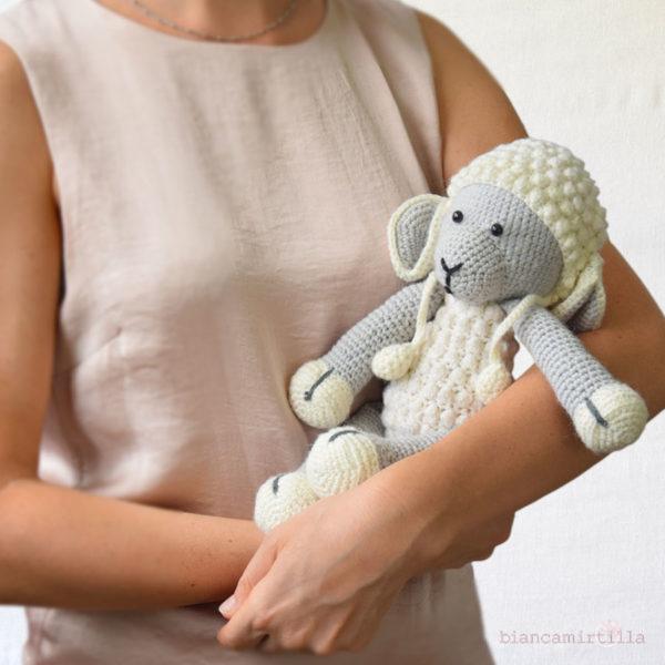 Perla pecora amigurumi a uncinetto,idee regalo per bambini
