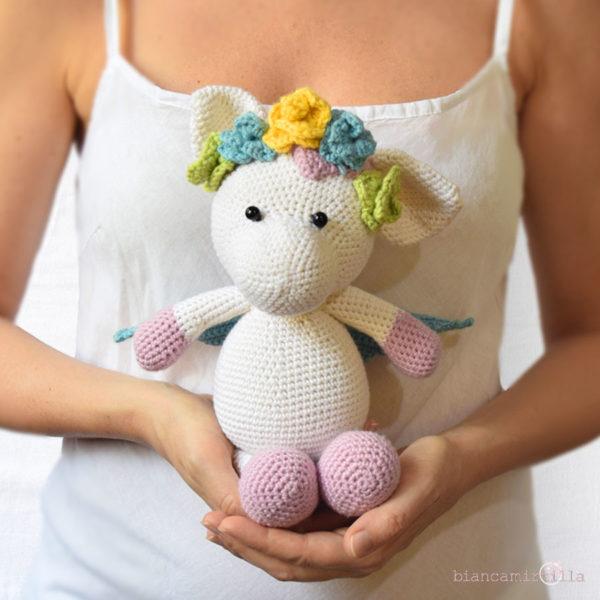 Violetta unicorno amigurumi a uncinetto, idee regalo per bambini