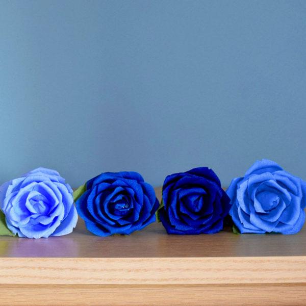 rose blu, carta crespa,fatto a mano