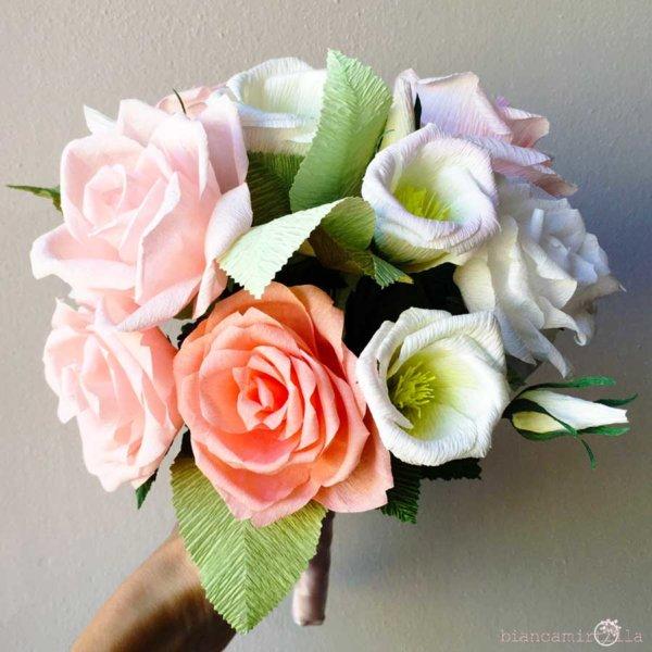 Bouquet Elisa con Rose bianche e rosa di carta crespa, matrimonio, idee regalo