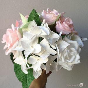 Bouquet Nicoletta con Rose e Ortensie Bianche e Rosa di carta crespa, matrimonio idee regalo