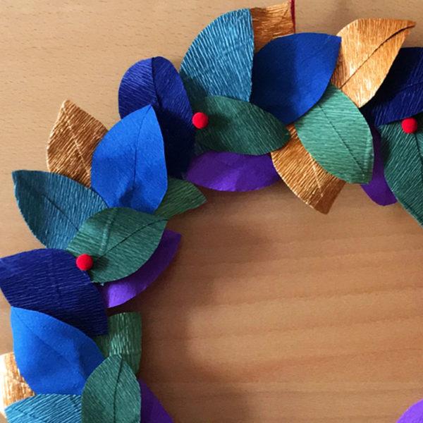 Ghirlanda autunno inverno con foglie di carta crespa, idee regalo