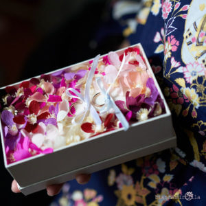portafedi con anemone fiori di carta matrimonio