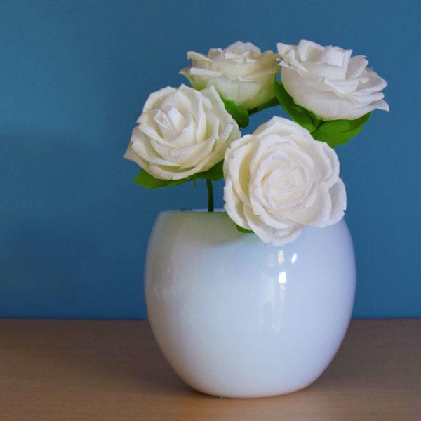 Rose bianche di carta crespa, idee regalo