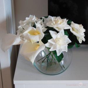 mazzo di gardenie con ortensia e calle, fiori di carta, idee regalo