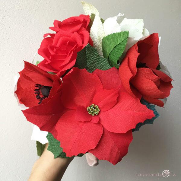 Bouquet Stella con Rose rosse e Stelle di Natale bianche e rosse di carta crespa, matrimonio e idee regalo