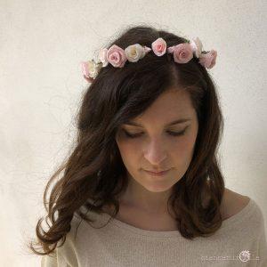 corona di rose per il matrimonio fiori di carta