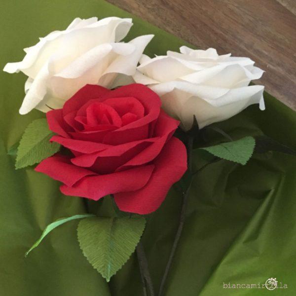 rose rosse e bianche fiori di carta idee regalo