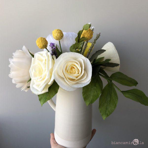 composizione Eugenia di fiori di carta